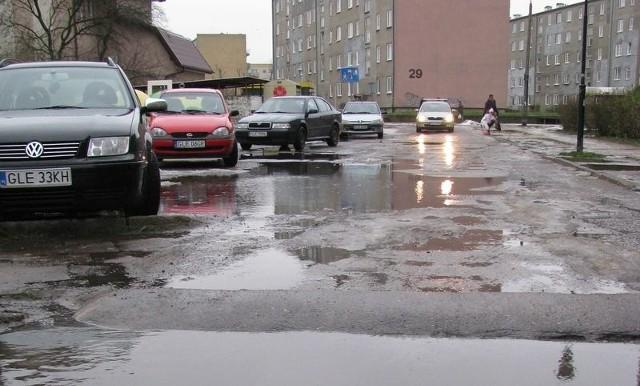 Jezioro na ulicy Piotra Wysockiego.