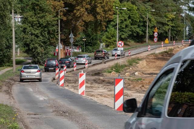Ruch wahadłowy obowiązuje na około 400-metrowym odcinku Smukalskiej