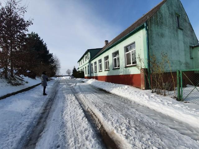 Radni z Kamienia nie zgodzili się na likwidację Szkolnego Schroniska Młodzieżowego w Dąbrowie