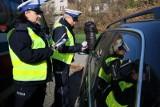 Koronawirus w Polsce: Kontrole drogowe odwołane z powodu pandemii to mit. Policjanci nadal sprawdzają prędkość i trzeźwość