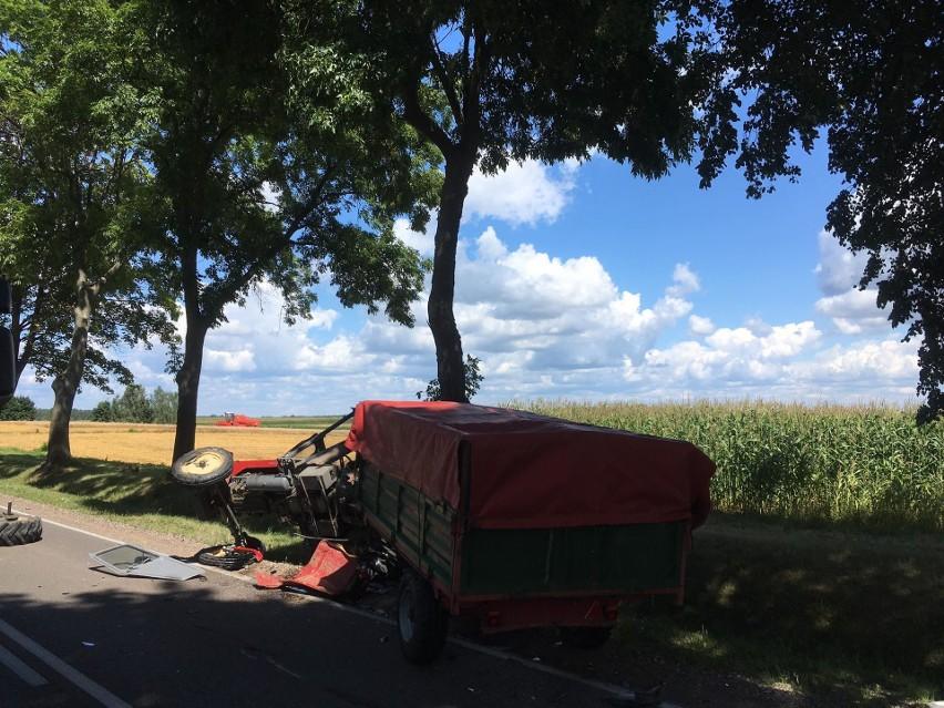 Haćki. Kolizja na DK 19. Samochód osobowy zderzył się z ciągnikiem (zdjęcia)