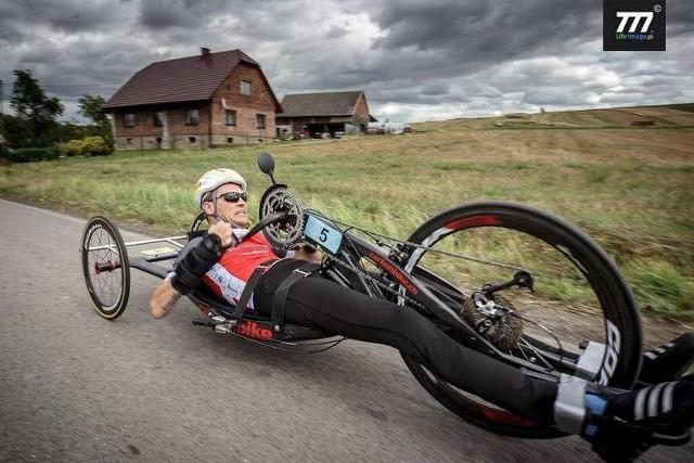 Rower, na którym w lipcu trenował Rafał Mikołajczyk jest uszkodzony. Nowy będzie kosztował nawet 70 tysięcy złotych.