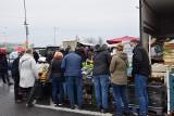 Giełda przy Andersa. Na sprzedaż samochody, rowery, kwiaty. W niedzielę to miejsce tętni życiem! (ZDJĘCIA)