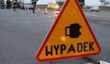 Wypadek w Zielonkach. Dachowanie na drodze wojewódzkiej