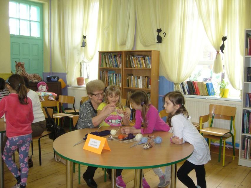 Międzypokoleniowy projekt w białostockiej szkole.