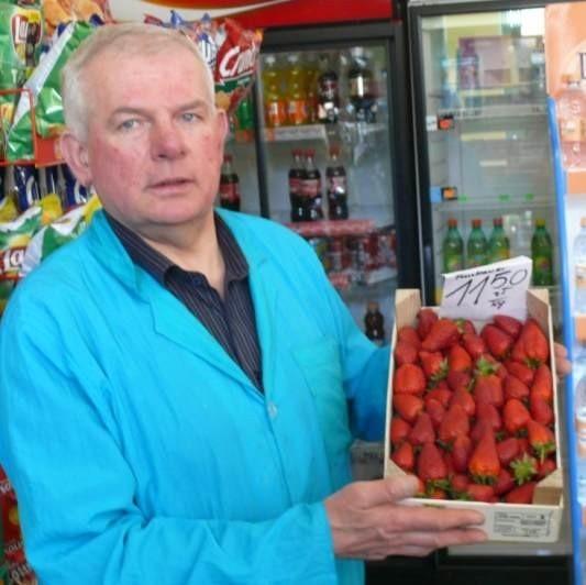 Truskawki sprowadzone z Hiszpanii można kupić w sklepie warzywniczym Mariana Sikory przy ulicy Warszawskiej w Kielcach po 11,50 złotych za kilogram.