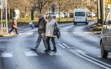 Zmiany w prawie drogowym 2021. Sejm nadał pieszym więcej praw podczas przechodzenia przez jezdnię!