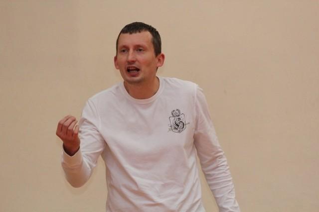Szkoleniowiec juniorek Nike, Tomasz Pakieła.