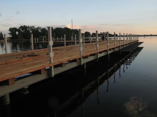 Pomosty nad jeziorem Małym Żnińskim są prawie gotowe. Kiedy będą otwarte? Nie wiadomo.Trwa bowiem kontrola, którą zlecił starosta.
