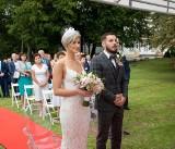Wyjątkowy ślub plenerowy Kingi i Bartłomieja. To pierwsza taka uroczystość w historii gminy Słupia. Niezwykła historia nowożeńców (ZDJĘCIA)