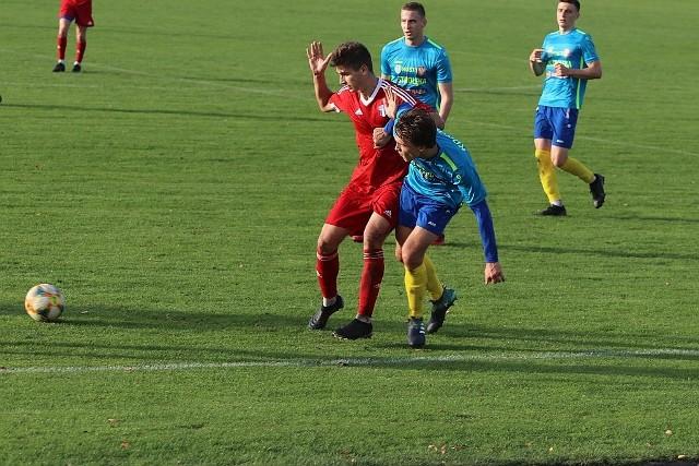 Korona Ostrołęka dzielnie walczyła w meczu, który rozegrano na stadionie przy ul. Witosa w Ostrołęce.