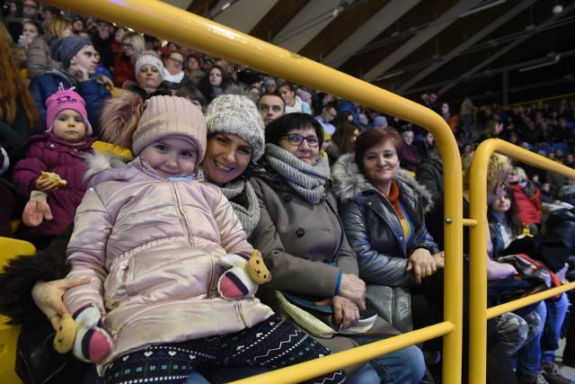 Gala Łyżwiarska to od lat jeden z hitów sportowej zimy na Tor-Torze. Od środy w Torunu trwał Mentor Toruń Cup. Najlepsi zaprezentowali się w sobotę kibicom, którzy szczelnie wypełnili trybuny lodowiska. W tegorocznej rywalizacji mogliśmy zobaczyć dziesięciu uczestników ostatnich IO w Pjongczang.