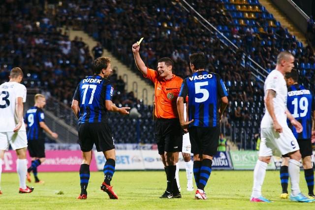Arbitrem spotkania był Tomasz Musiał z Krakowa, który ukarał żółtą kartką Sebastiana Dudka za próbę wymuszenia rzutu karnego.