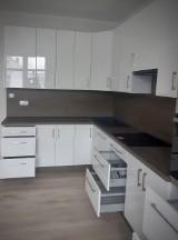 Mieszkanie treningowe na ulicy Krótkiej w Sępólnie Krajeńskim zostało wyremontowane. Trwa jego wyposażanie [zdjęcia]