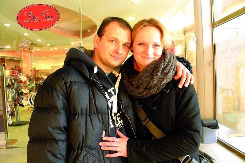 """Dla jednych Walentynki to kiczowate święto, dla innych jak Magdalena i Wojciech Leszko, okazja, by przypomnieć sobie za co kochamy naszą """"drugą połowę"""". Dziś DZIEŃ ŚWIĘTEGO WALENTEGO. Walentynki 2012. Google wstawiło specjalną grafikę z tej okazji."""