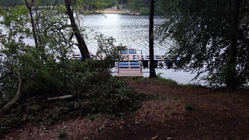 Pomost dla rowerów wodnych na jeziorze Łagowskim. Tuż obok...