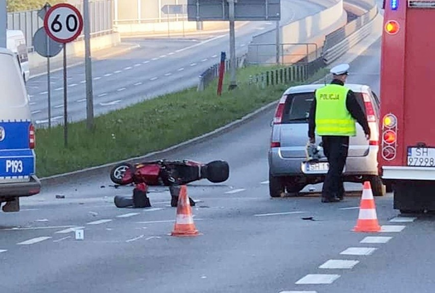 Zderzenie samochodu osobowego z motorowerem w Chorzowie. Utrudnienia na Katowickiej