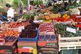 Na Rynku Maślanym w Nowym Sączu kupisz świeże warzywa i owoce. Sprawdź w jakich cenach