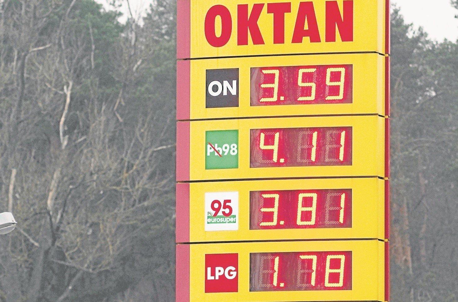 e8641b729c66d1 Takie ceny obowiązywały w czwartek na stacji paliw w Sławnie.