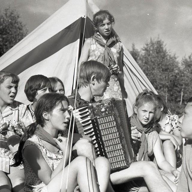 Harcerskie zabawy z 1971 roku.