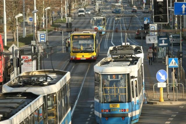 Wrocław, wydzielone torowisko i buspas - zdjęcie ilustracyjne