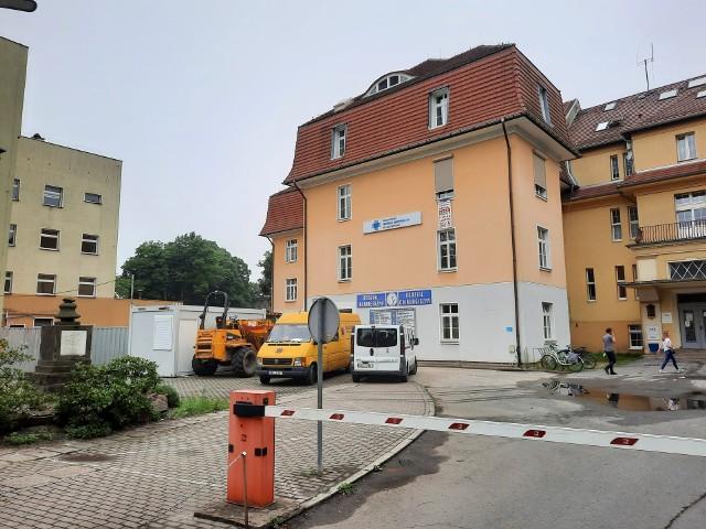 Rozbudowa szpitala powiatowego w Kluczborku o łącznik między budynkami.
