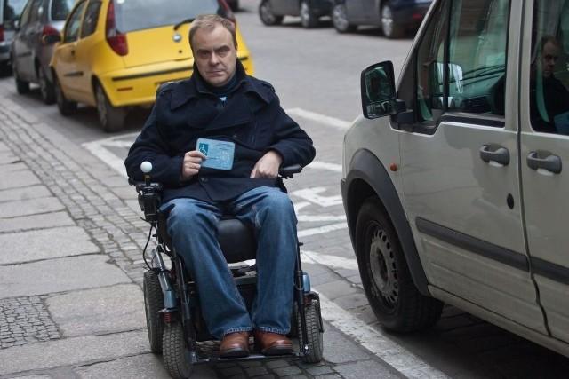 Piotr Dąbrowski: zdrowi kierowcy zabierają mi miejsca parkingowe, śmiejąc mi się przy tym w twarz.  To we Wrocławiu smutna norma
