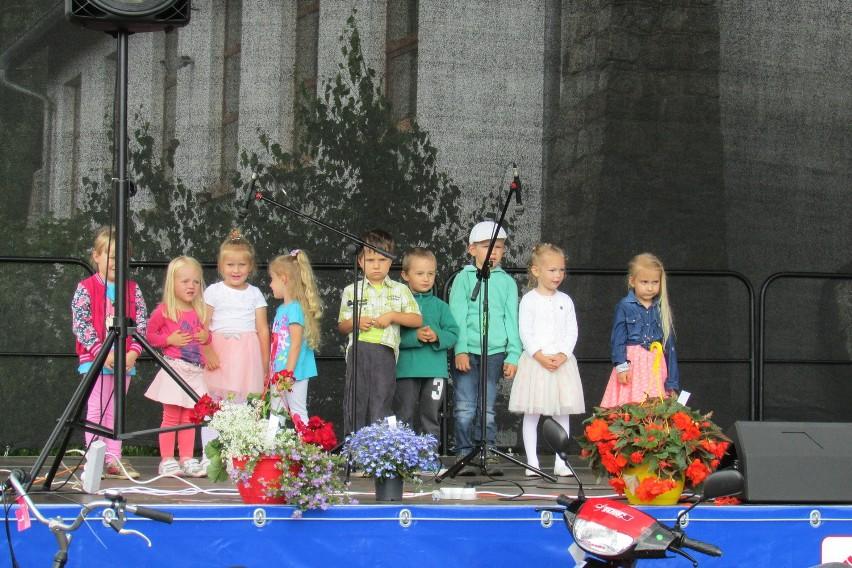 Podczas tegorocznej edycji Festynu Rodzinnego na scenie zaprezentowały się dzieci, które uczęszczają do Klubu Malucha w Maksymilianowie.