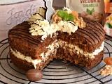 Wielkanoc 2021. Wielkanocne ciasto marchewkowo-morelowe z kremem twarogowym [PRZEPIS]