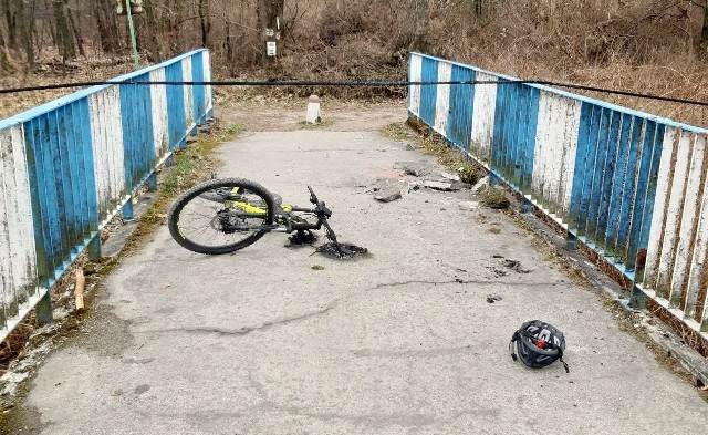 Wypadek rowerzysty. Został poparzony prądem.Zobacz kolejne zdjęcia. Przesuwaj zdjęcia w prawo - naciśnij strzałkę lub przycisk NASTĘPNE