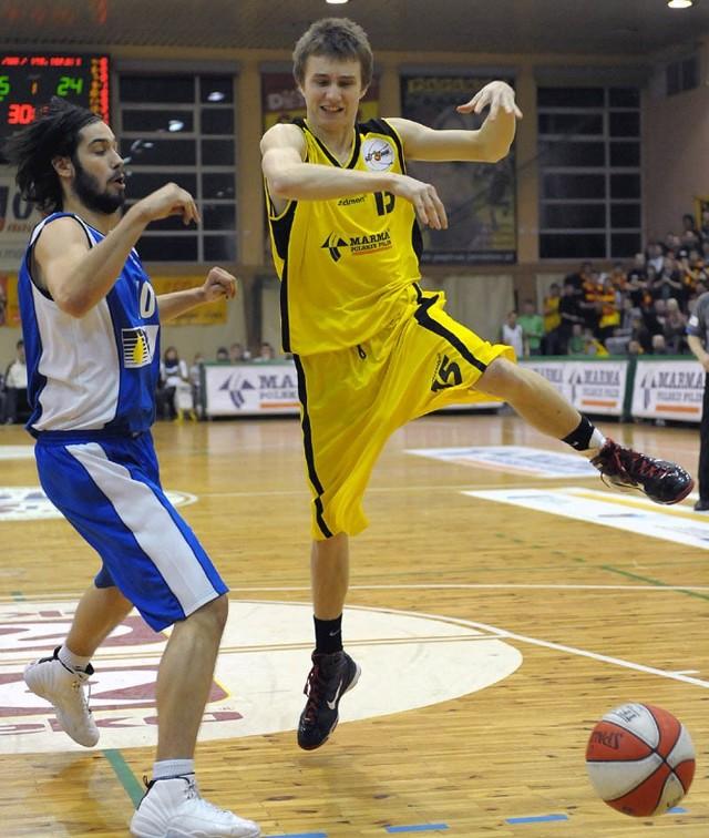 Znicz Jaroslaw - PBG BasketZnicz Jaroslaw przegral u siebie z PBG Basket (82:85).