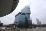 .KTW II już prawie cały w szklanych panelach. To najwyższy budynek Katowic i regionu. Montaż elewacji finiszuje