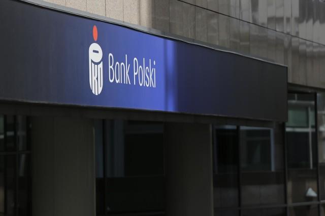 PKO BP ostrzega: oszuści mogą przejąć kontrolę nad Twoim rachunkiem. Największy bank w Polsce wydał ostrzeżenie przed oszustwem na PSD2 - dyrektywę, która weszła w życie 14 września.