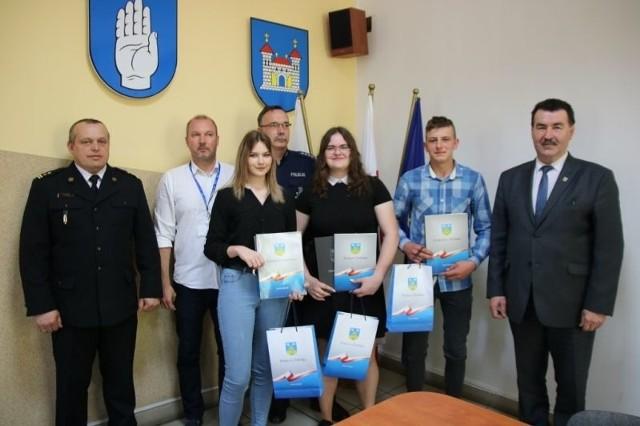 Zwycięzcy etapu powiatowego konkursu z organizatorami