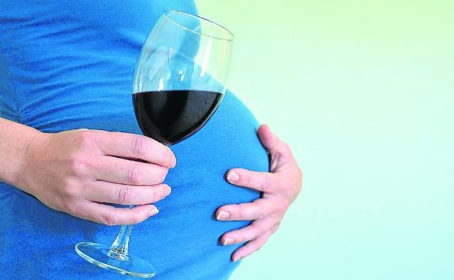 Nawet wypicie niewielkiej ilości alkoholu w ciąży, może mieć negatywne konsekwencje dla dziecka