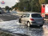Zakrzów. Auto zapaliło się w trakcie jazdy. Kierowca kupił samochód tego samego dnia