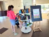 Bookcrossing w Stalowej Woli. Można wymienić książki za darmo. Jak to działa? Sprawdź