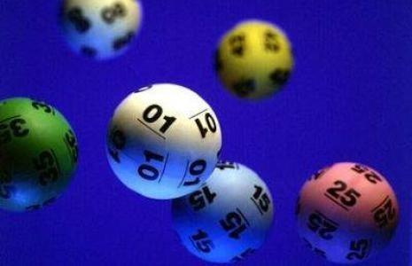Szczęście zwycięzcy dały liczby: 11, 15, 25, 26, 33 i 48.