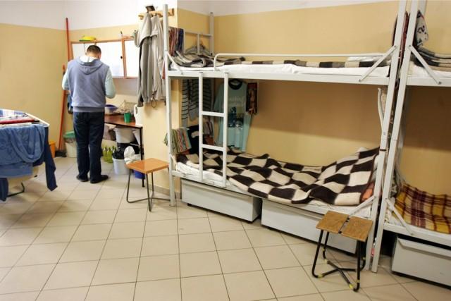 Zastanawiałeś się kiedyś jak wygląda w więziennej celi? Czy naprawdę wygląda tam jak w hotelu? Zajrzeliśmy do środka.
