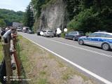 Pieskowa Skała. Pojazd wpadł w zaparkowany radiowóz. Policjant został ranny