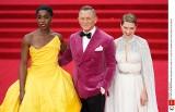 """James Bond, światowa premiera filmu """"Nie czas umierać"""". Elegancki David Craig, gwiazdy i rodzina królewska na czerwonym dywanie"""