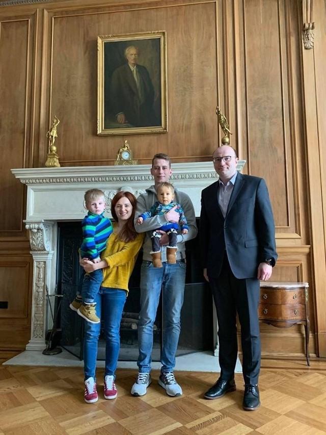 Rodzina Ryłów wraca ze Stanów Zjednoczonych. Pobyt z podaniem terapii genowej za oceanem trwał cztery miesiące
