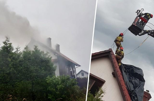 W piątek po południu przez Bydgoszcz i powiat bydgoski przeszła burza, której towarzyszyły dość intensywne wyładowania atmosferyczne. W Samociążku (gmina Koronowo) piorun uderzył w dom. Na miejsce wysłano straż pożarną - w sumie siedem zastępów z OSP Koronowo, OSP Gościeradz i JRG-3 Bydgoszcz. ▶ Strażacy z Koronowa udostępnili zdjęcia z akcji. Więcej zdjęć w galerii ▶
