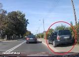 To przechodzi ludzkie pojęcie. Zobacz, jak pirat drogowy wyprzedza w Gorzowie inne auto, jadąc… po chodniku!