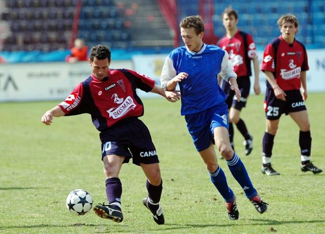 Adriano (przy piłce) pomógł młodszym kolegom w zwycięstwie nad Chemikiem-Zawiszą w III lidze. Bydgoszczanie zapewne nie mieli jeszcze okazji grać przeciwko mistrzowi świata.