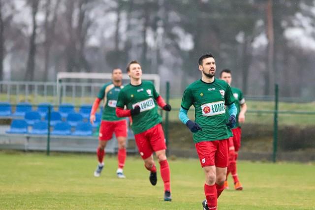 Piłkarze z Łomży znacznie oddalili się od awansu do III ligi