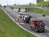 Trwa naprawa jezdni na alei Wojska Polskiego w Radomiu. Kierowcy muszą liczyć się z utrudnieniami (ZDJĘCIA)