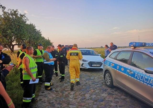 Kilka dni trwały poszukiwania 35-letniego Marcina z Koźmina Wielkopolskiego, który zaginął we wtorek rano. W akcji poszukiwawczej brali udział policjanci, strażacy oraz specjalistyczna grupa z Ostrowa Wielkopolskiego. W czwartek znaleziono ciało mężczyzny.Przejdź do kolejnego zdjęcia --->