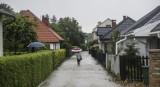 Podatek od deszczu: Rząd naliczy go większej liczbie Polaków! Zapłacą już właściciele 6-arowych działek