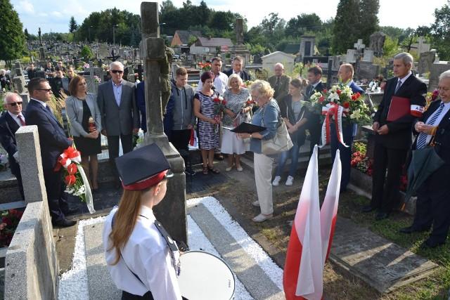 W minionych latach uroczystości związane z Powstaniem Warszawskim odbywały się między innymi na cmentarzu parafialnym.